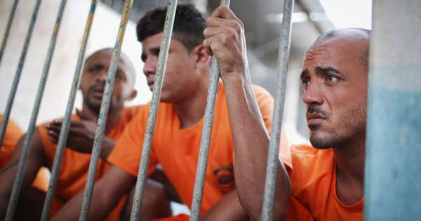 Нарезки как опускают в тюрьме бразилия девчонка